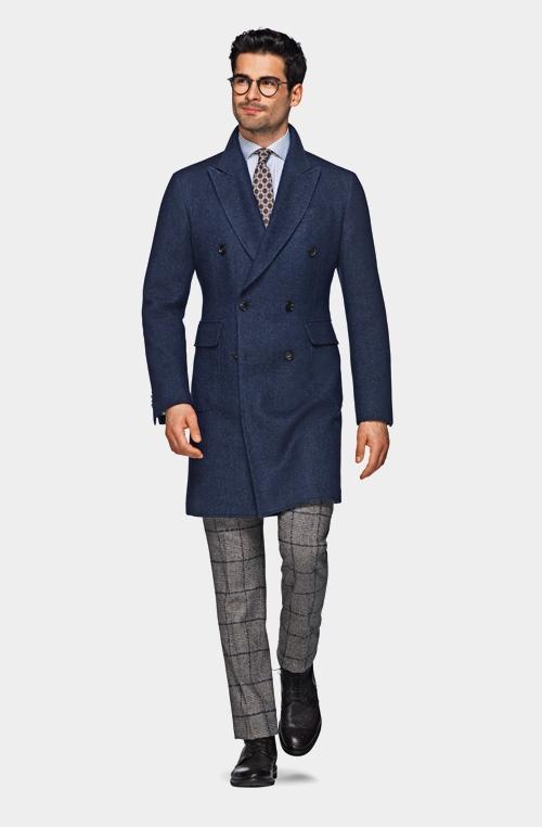 蓝色双排扣外套